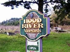 Hood River vineyards sign